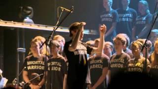 Trollhättan School Choirs Perform Swedish National Anthem at MANOWAR concert