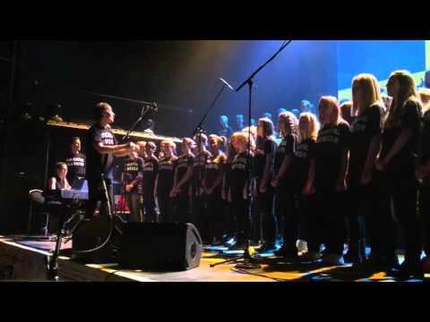 Trollhättan Youth Choir Performing At MANOWAR's Gods And Kings World Tour 2016